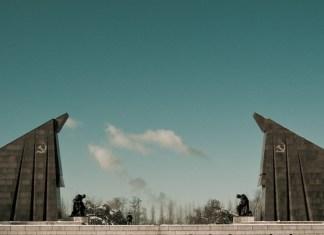 Nächste Station > Il monumento ai caduti sovietici di Treptower Park