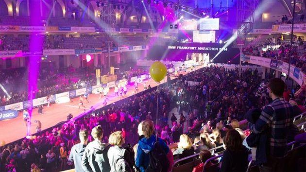 L'arrivo della maratona nella Festhalle. Foto da Facebook.