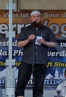 Pierre Vogel, ex pugile tedesco convertito all'Islam, uno dei predicatori salafisti più noti in Germania e spesso al centro di polemiche. Foto © Schängel / Wikimedia Commons / CC BY-SA 3.0 DE
