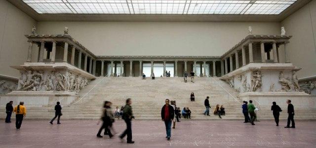 L'Altare di Pergamo [© Hannah Swithinbank / CC BY NC SA 2.0]