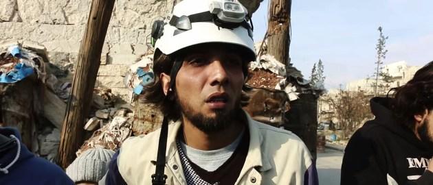 04_Last_Men_In_Aleppo-Mahmoud_weint