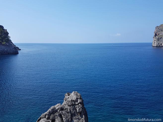 #ViaggioNelleFrasi: Il mare è senza spiegazioni.