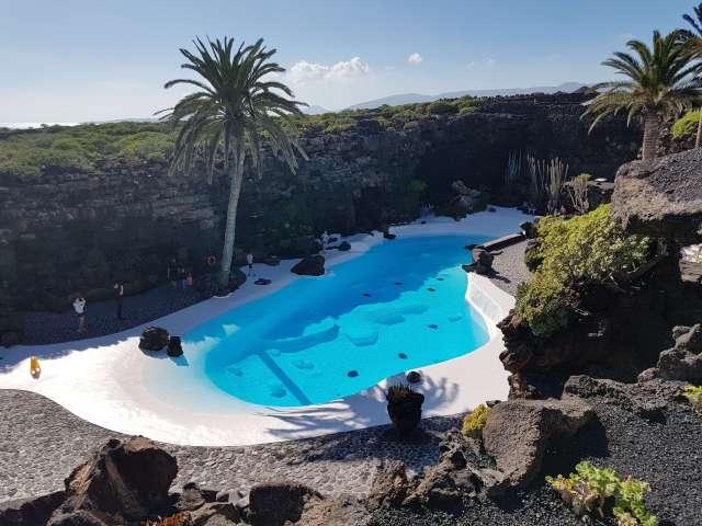 la piscina jameos del agua