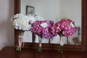 06Day-At-The-Races-Pennsylvania-Wedding-hydrangea-bouquets-pink-white
