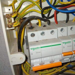 ilmuteknik.id - MCB (Mini Circuit Breaker)