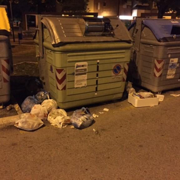 A lato di piazza Ciani al Pino Blù