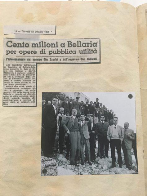 Nella foto Ermanno Morri illustra la situazione della spiaggia. Ad ascoltarlo Benigno Zaccagnini.