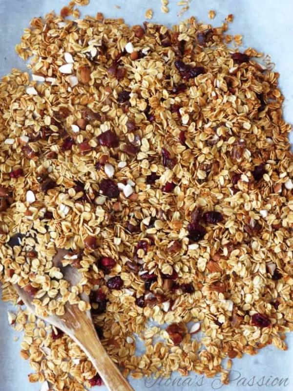 Homemade Granola by ilonaspassion.com