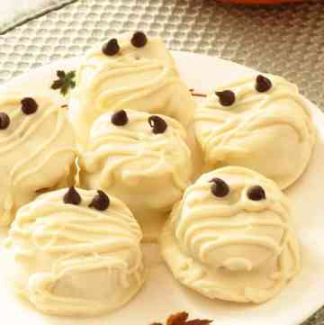White Chocolate peanut Butter Banana Mummies by ilonaspassion #halloween #mummies