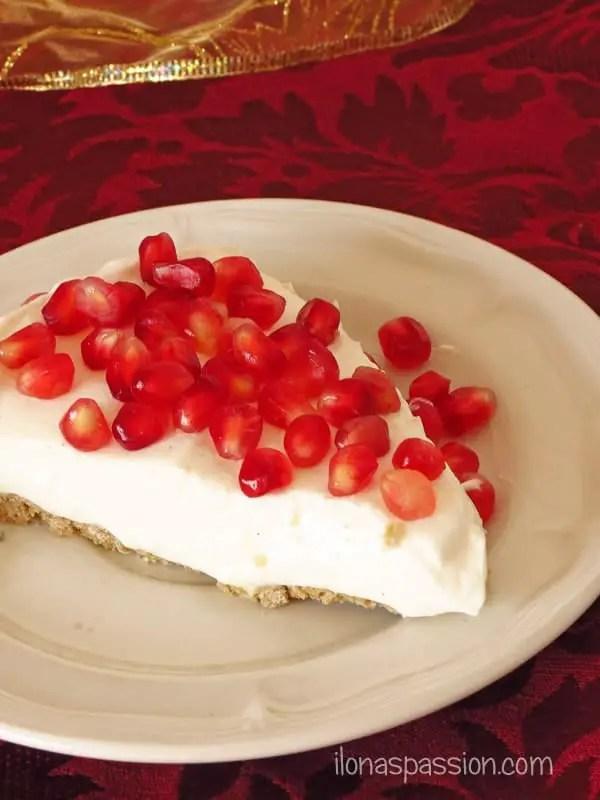 Healthy Pomegranate Yogurt Pie {Gluten Free, Low calorie} by ilonaspassion.com