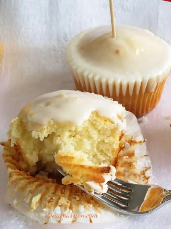 Glazed Lemon Cupcakes by ilonaspassion.com
