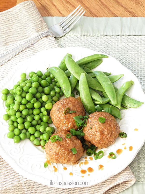 Healthy Turkey Meatballs with hidden veggie by ilonaspassion.com