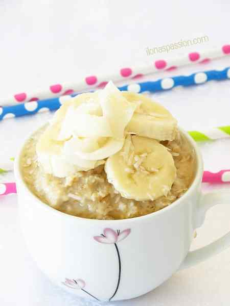Oatmeal with banana, coconut and honey by ilonaspassion.com