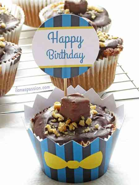 Snickers Cupcakes with chocolate ganache by ilonaspassion.com #snickers #cupcakes #party #chocolate #partyfood