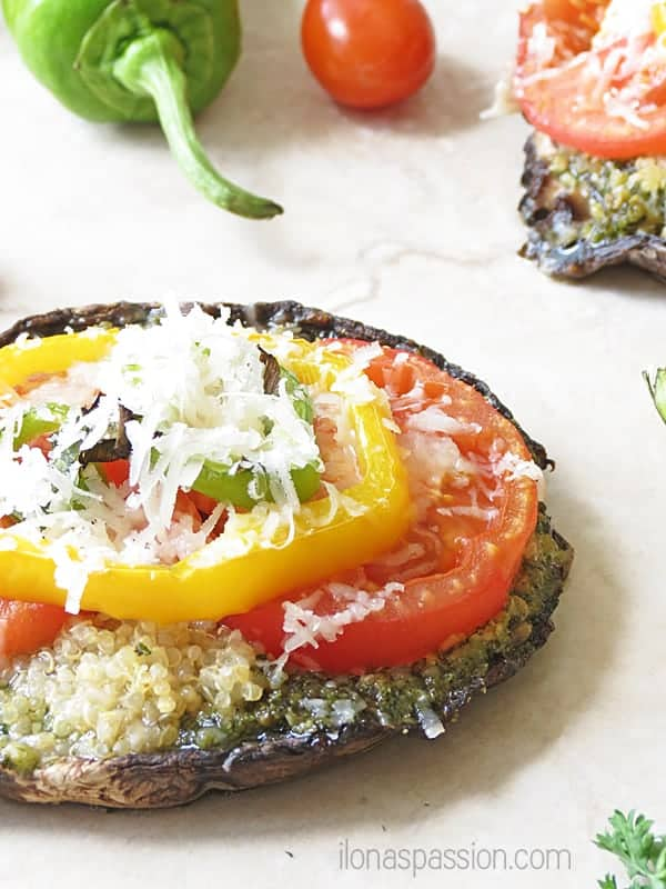 Pesto Portobello Pizza by ilonaspassion.com #portobello #pizza #vegetarian #pesto