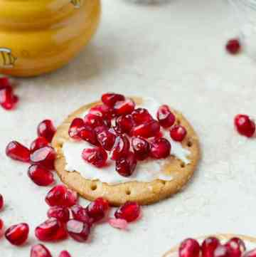 Cold party food idea with winter pomegranate arils, cheese and crackers ilonaspassion.com I @ilonaspassion