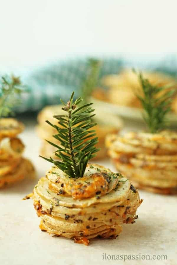 Perfect for a Party Basil and Cheddar Potato Stacks by ilonaspassion.com @ilonaspassion