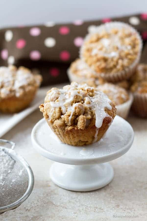 Greek yogurt coffee cake muffins recipe topped with glaze by ilonaspassion.com I @ilonaspassion