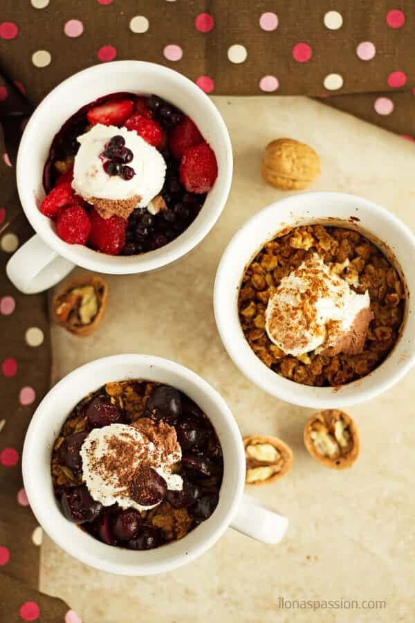 Oatmeal cobbler in a mug recipe in 3 easy ways! Many flavors to choose from: black forest oatmeal cobbler, apple cinnamon cobbler and berry oatmeal cobbler. by ilonaspassion.com I @ilonaspassion #ad #MealMug