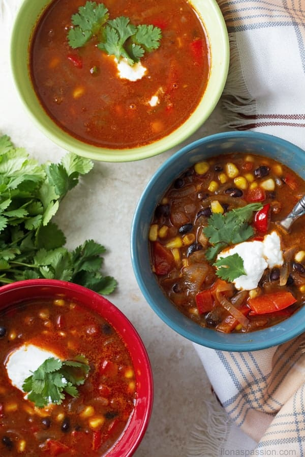 Create soup party with these easy vegetables including corn, pepper and tomatoes by ilonaspassion.com I @ilonaspassion