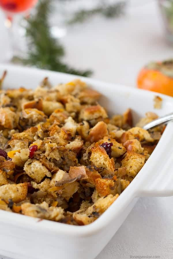 Cranberry stuffing casserole baked in the oven perfect for Thanksgiving or Christmas by ilonaspassion.com I @ilonaspassion