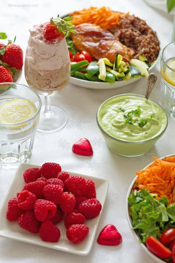 valentine's Day or Friday dinner ideas with fresh strawberries, raspberries, veggie bowl with chicken and dessert by ilonaspassion.com I @ilonaspassion