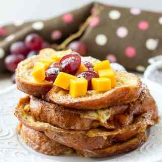 No milk french toast made with few simple ingredients like eggs and plant milk by ilonaspassion.com I @ilonaspassion