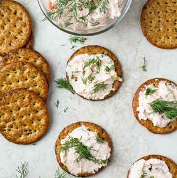 A photo from top with smoked salmon dip served on grain crackers.