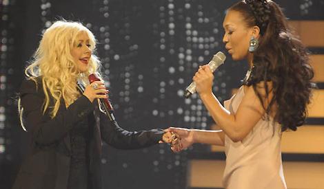 Christina e Rebecca na final do XFactor em 2010
