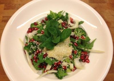 Veganistische salade met granaatappel