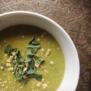 I Love Detox recept: Paleo boerenkoolroomsoep. Voedend, vullend en een detox soep van een echte Hollandse superfood: boerenkool. Goedkoop in de wintermaanden en super gezond!