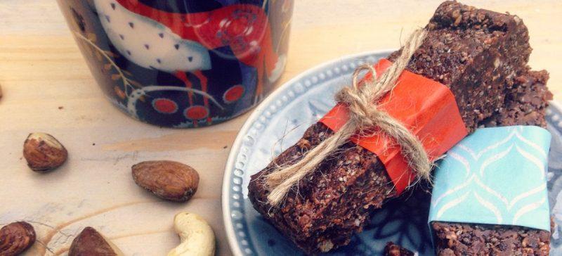 Detox snack recept: detox chocolade noten repen. Suikervrij lactosevrij en ideaal voor kindertraktatie op school of tijdens een kinderfeestje