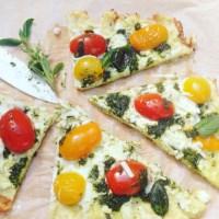 Skinny glutenvrije detox pizza van kokosmeel. Een graanvrij gistvrij en suikervrij alternatief voor pizza. Deze pas in een detox kuur, bij afvallen, dieet of in een gezonde leefstijl. Vraag naar de mogelijkheden van een detoxcoach bij I Love Detox.