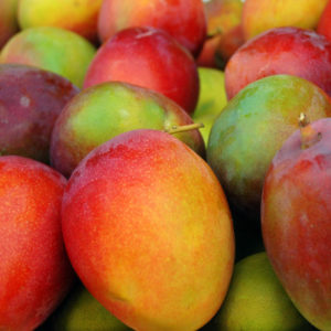 Frisse detox zomer salade met mango feta avocado en pistache noten