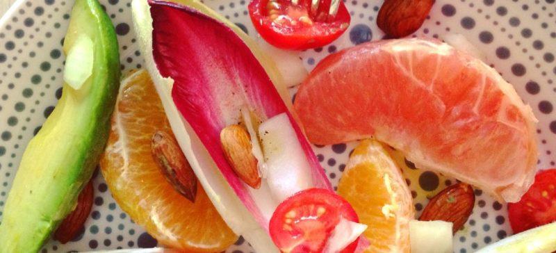 Detox lente salade met witlof roodlof grapefruit en amandelen. Smaakvol recept voor in je detox kuur, fris en vol voedingsstoffen!