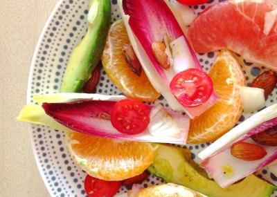 Detox lente salade met witlof roodlof grapefruit en amandelen. Smaakvol, fris en vol voedingsstoffen!