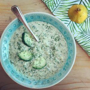 Romige avocado tzatziki - heerlijke dipsaus of salade dressing in je detox kuur of bij de barbecue