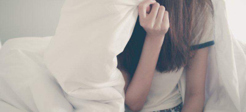 5 ontgiftingsverschijnselen tijdens je detox kuur thuis. Van het koud hebben tot hoofdpijn, van je down voelen tot pukkels