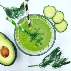 Detox groene smoothie recept? Probeer deze lekkere smoothie met dille appel komkommer avocado en spinazie eens!