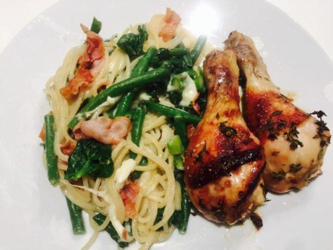 Søde kyllingelår med spaghetti salat