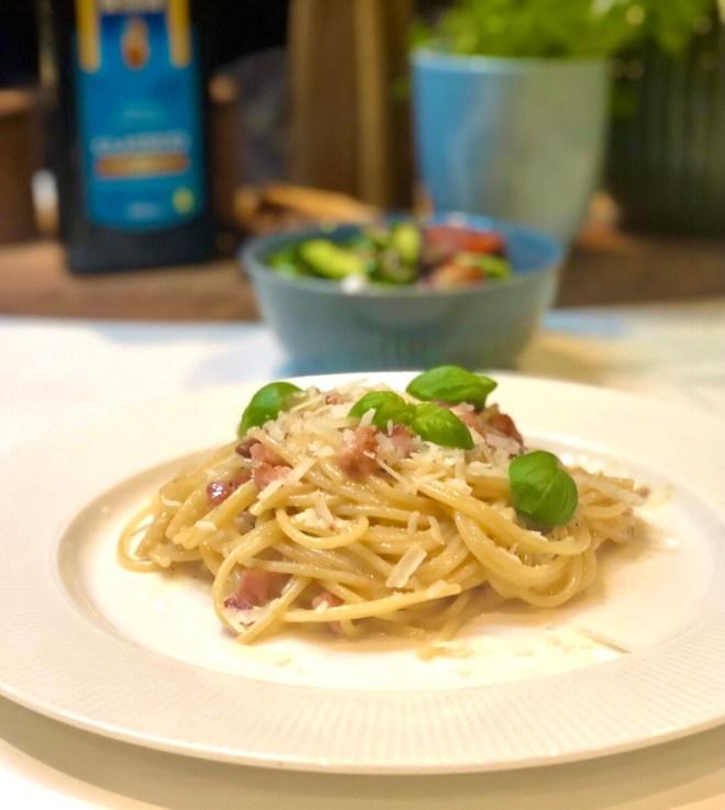 Italiensk spaghetti carbonara med bacon