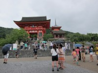 Parting shot of Kiyomizudera before wandering into the shopping street. So so crowded!