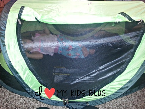 The tent also has mesh netting on bottom layer of the PeaPod. So if you choose to zip up the fabric part youu0027re child can still have air flowing through the ... & Kidco Peapod Travel bed is easy to store