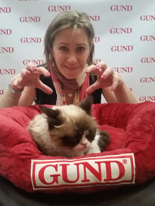 The grumpy cat at Toy fair 2015