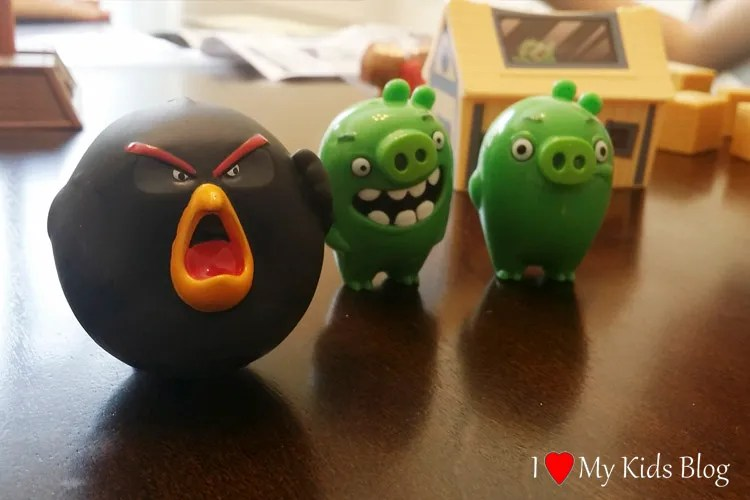 angry-birds-bomber-and-pigs