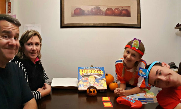 family-time-and-game-night-with-hedbanz-electronic