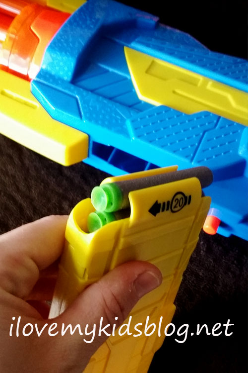 air-warriors-ultra-tek-cyclonic-dart-blaster-holds-up-to-20-darts