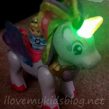 go-go-smart-friends-twinkle-the-magical-unicorn-lights-up-and-moves-when-activated