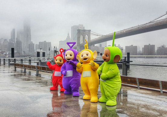 Teletubbies in new york city, brooklyn bridge