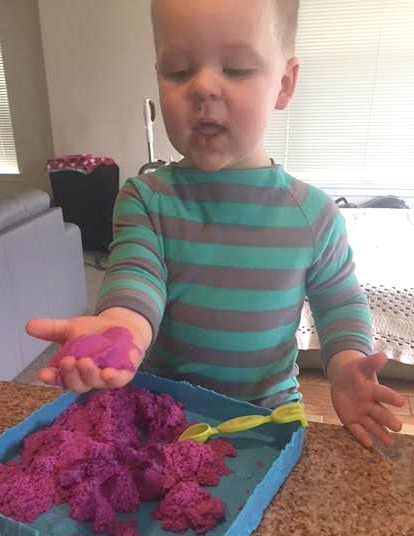 Kinetic Sand Happy
